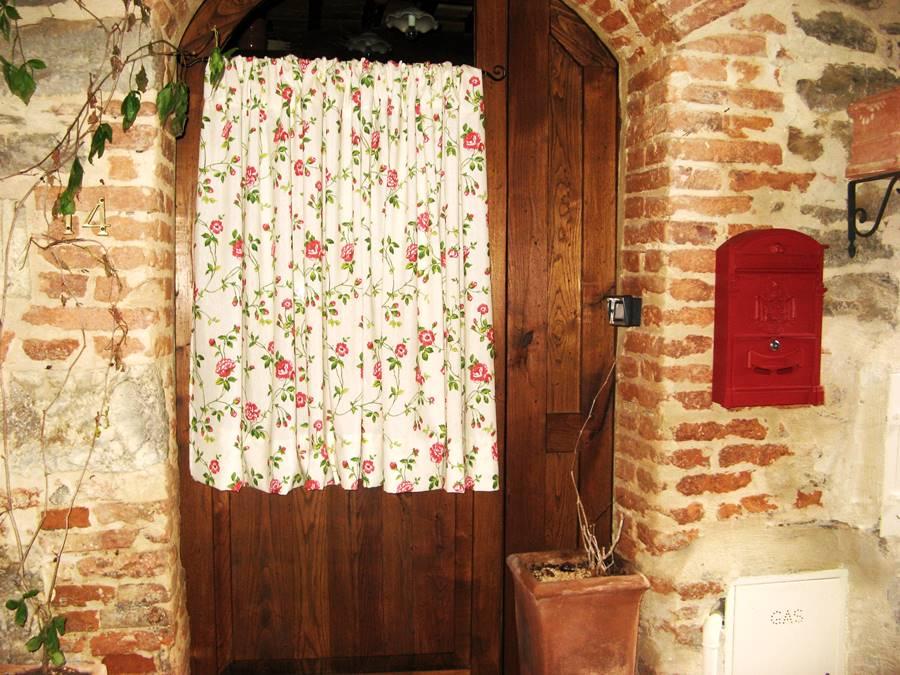 дверь в жилое помещение в Скрофиано
