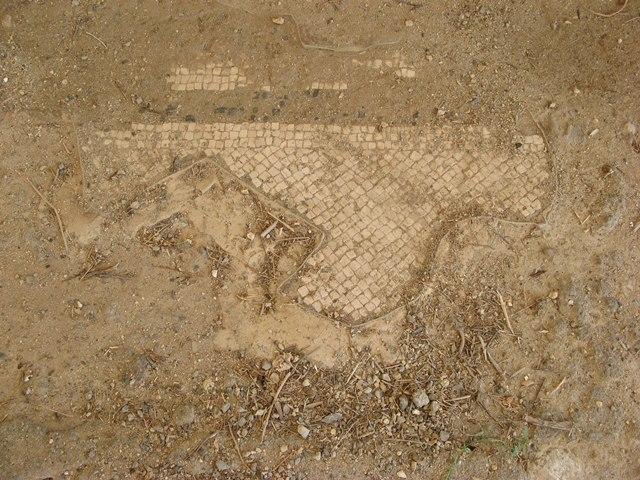Посчитайте, сколько лет этой мозаике!