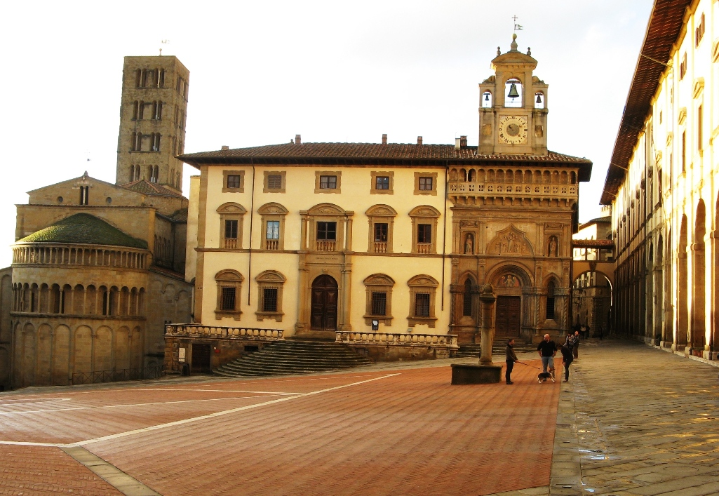 часть piazza Grande в Ареццо