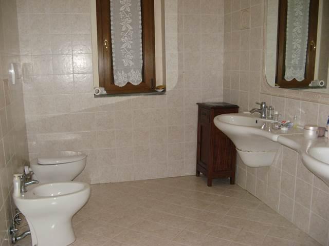 туалет отделан качественной плиткой