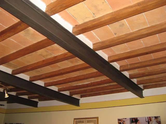 потолки в стиле рустико