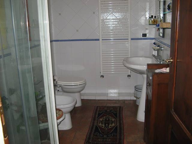 просторный туалет