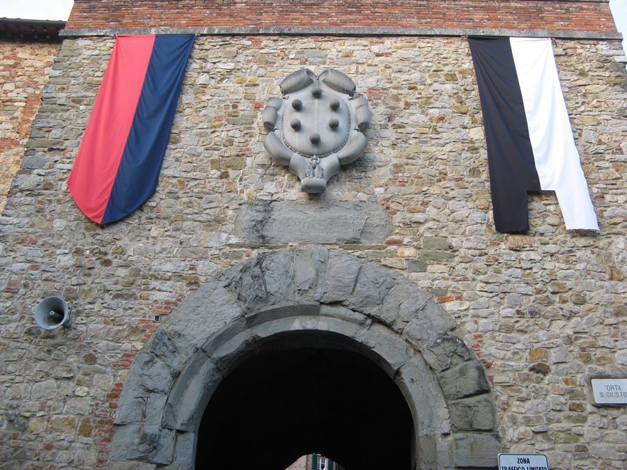 Главный вход в центр Лучиньяно