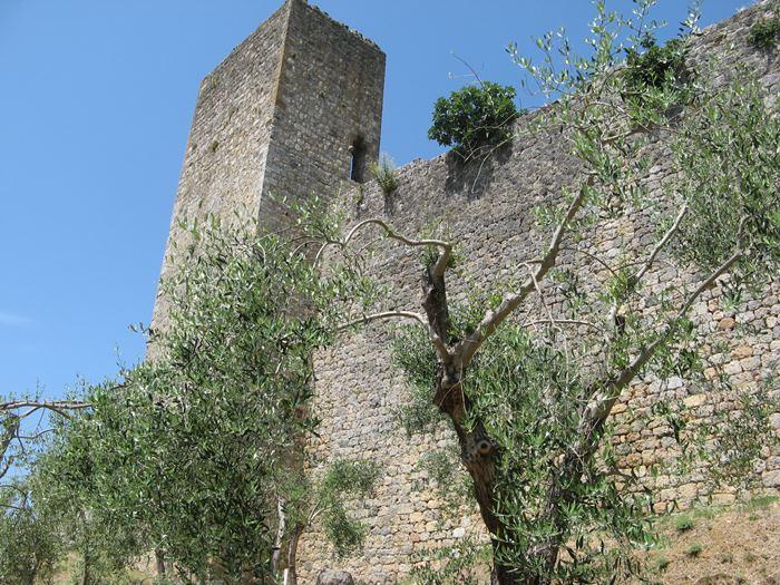 крепостная стена в Монтериджони