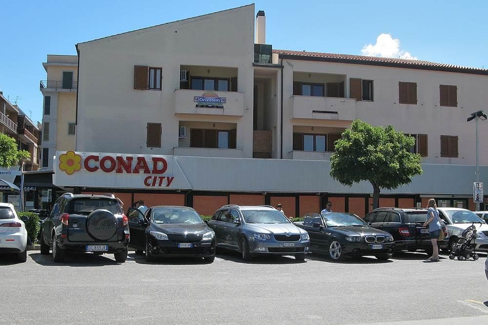 Главный продуктовый магазин в Марина ди Кампо