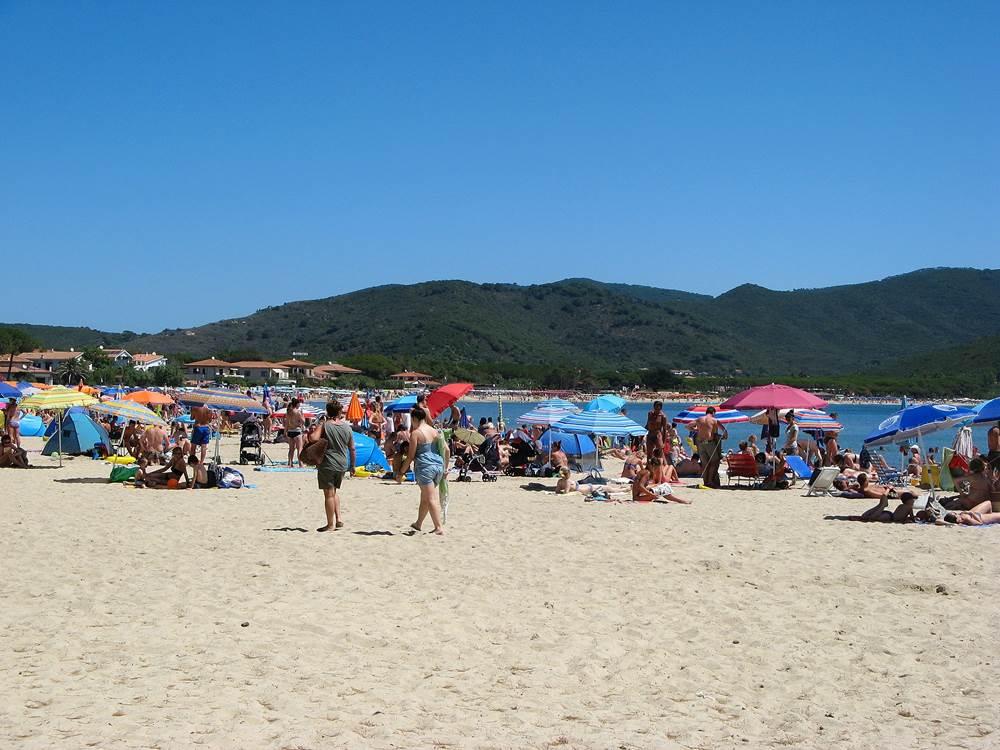 Пляж в Марина ди Кампо