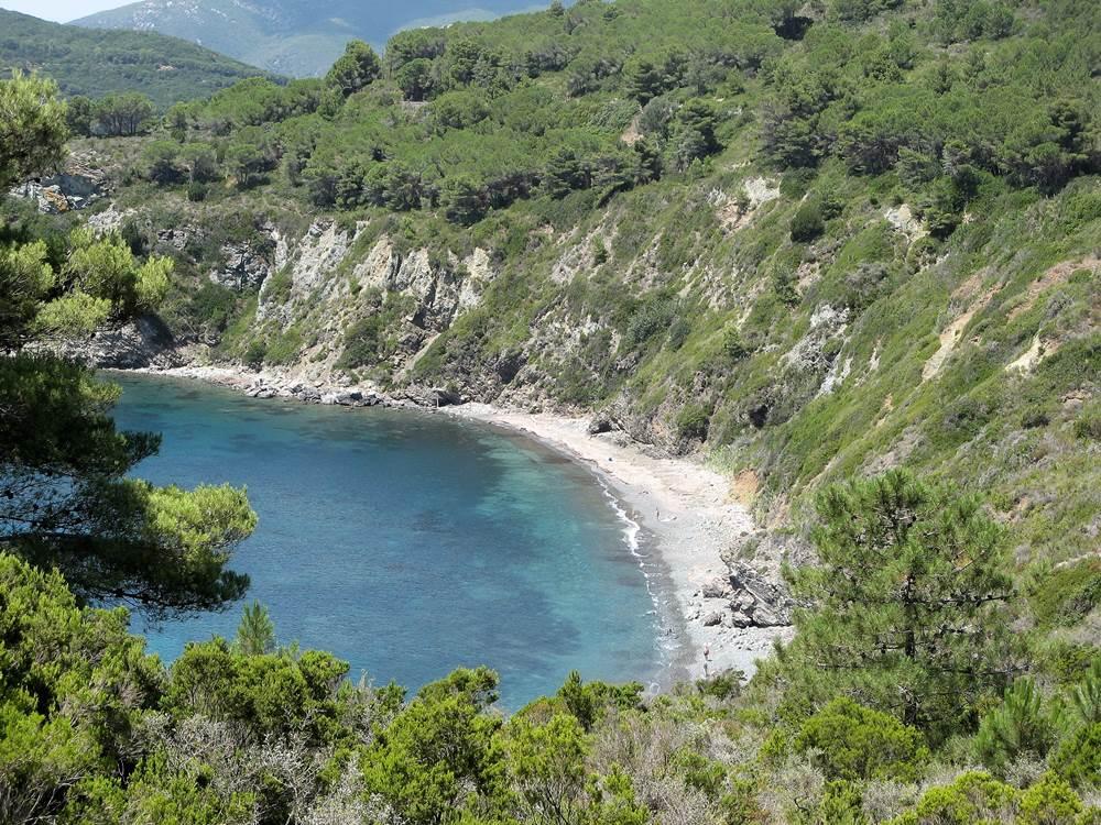 Дикий пляж Акварилли на острове Эльба