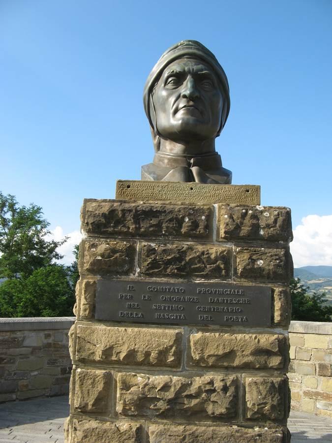 Памятник Дантек алигьери в Поппи