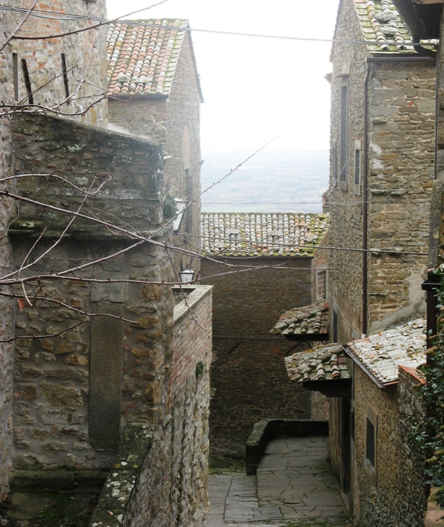каменные дома в Кортоне