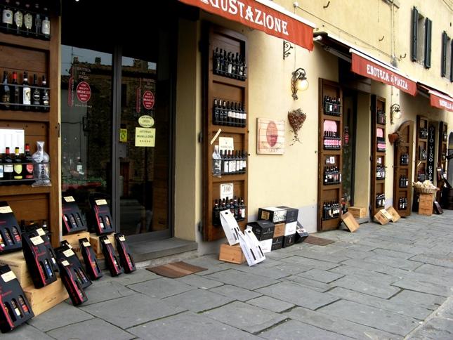 магазины вина в Монтальчино
