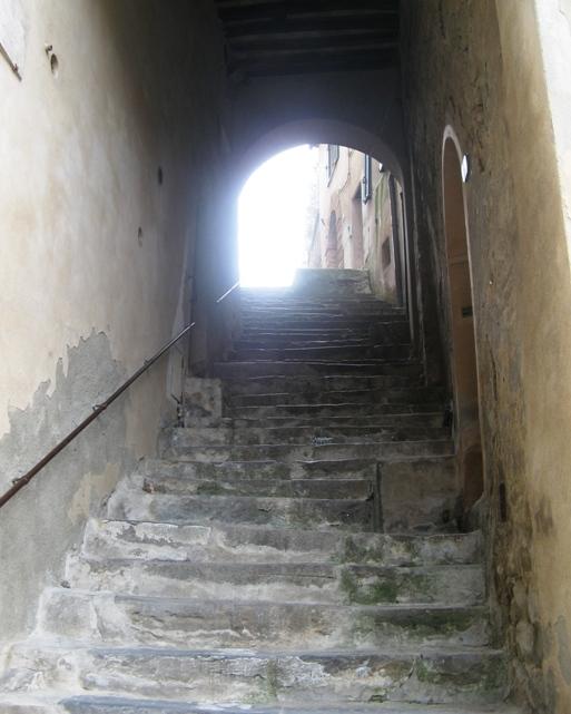 лестничный переход в Монтальчино
