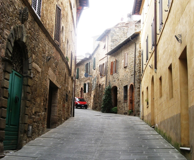 улица в центре Монтальчино