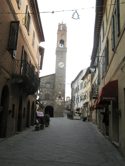 Монтальчино: башня с часами
