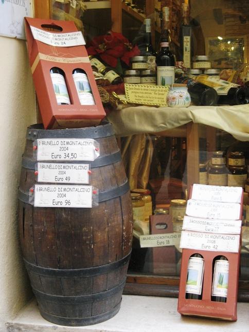 витрина в магазине вина - Монтальчино