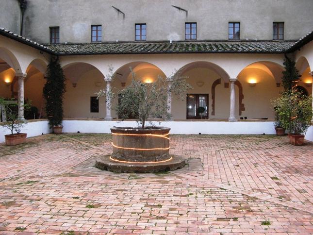 старый двор в Пьенце