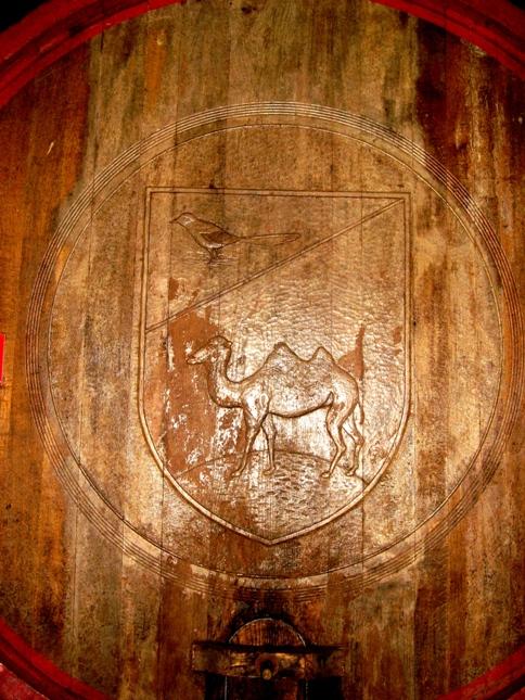 на бочке с вином знак Камильяно