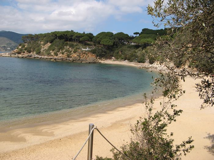вид на пляж Дзуккале с лестницы
