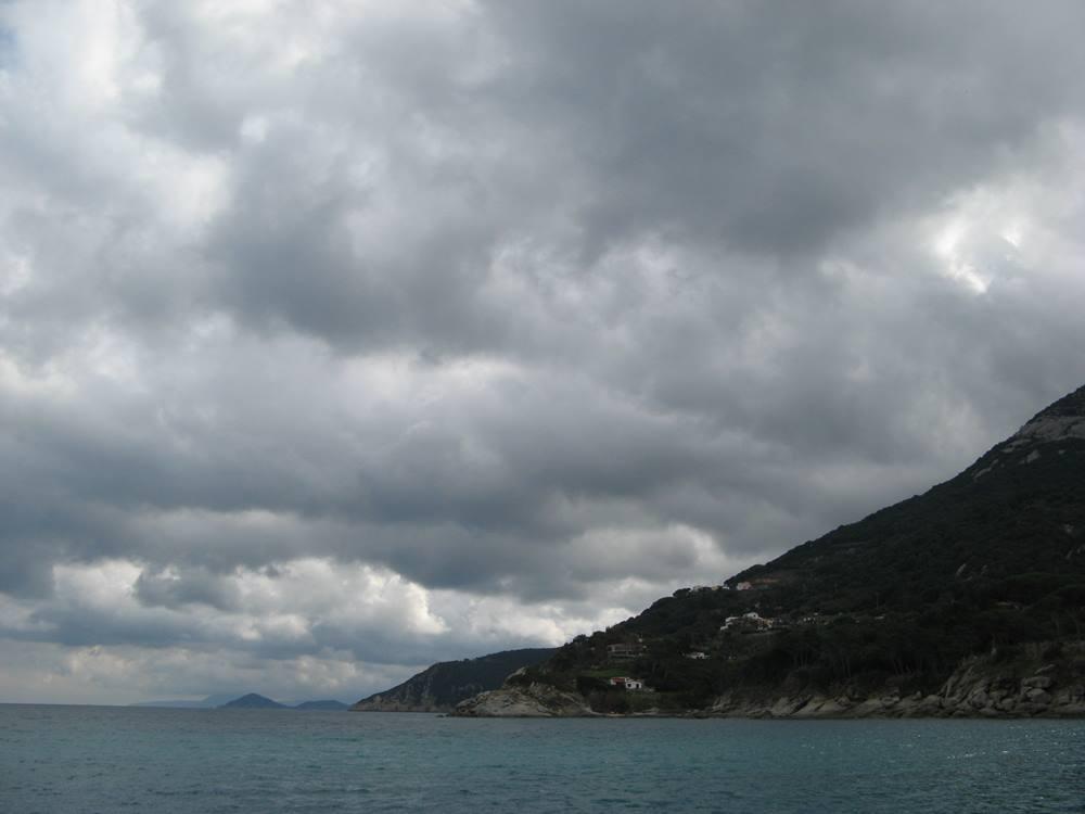 вид на море - пляж Сант Андреа