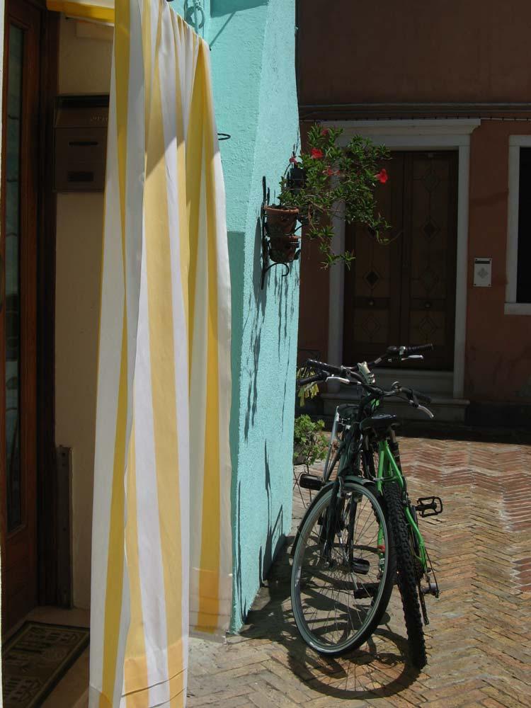 велосипед у двери