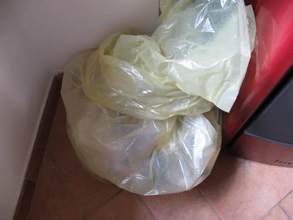 жёлтый пакет для сбора пластика