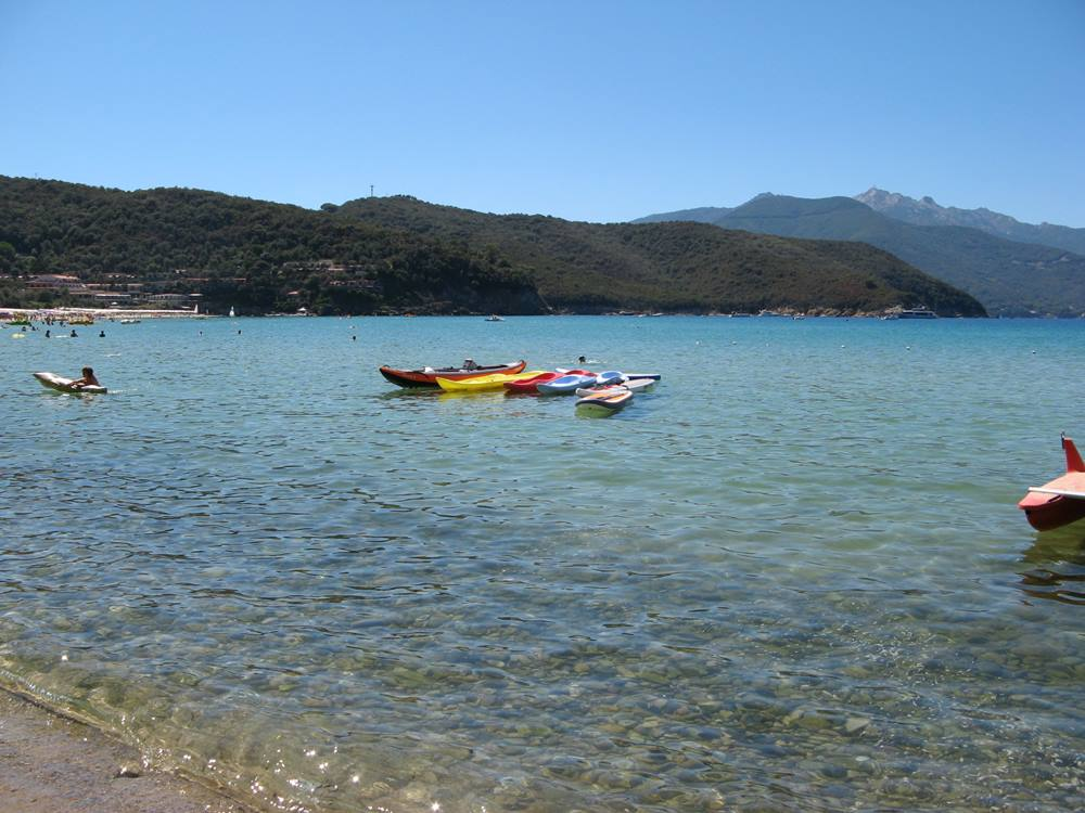 море у пляжа Скальери