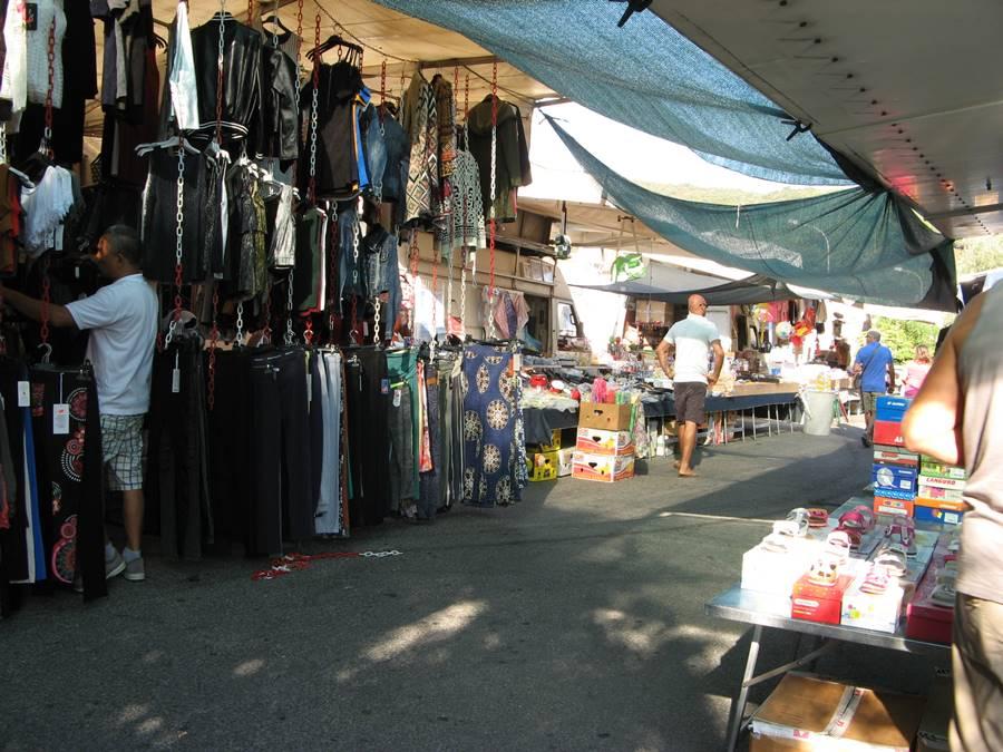утро на рынке в Италии