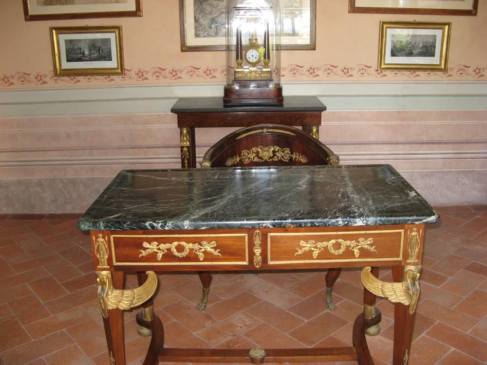 Стол в кабинете импаратора