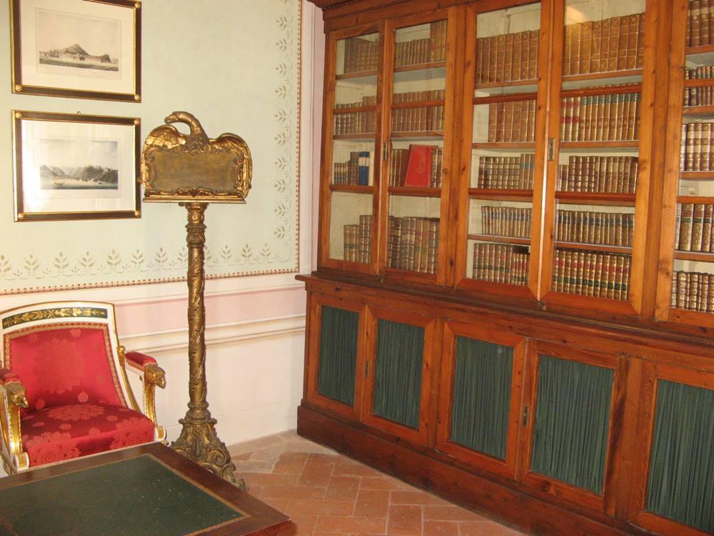 Часть библиотеки во дворце Мулини