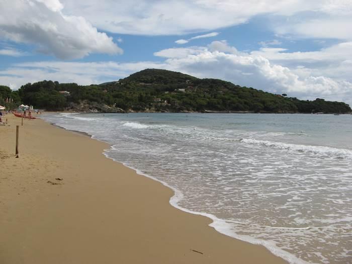 Лидо ди Каполивери: левая сторона пляжа