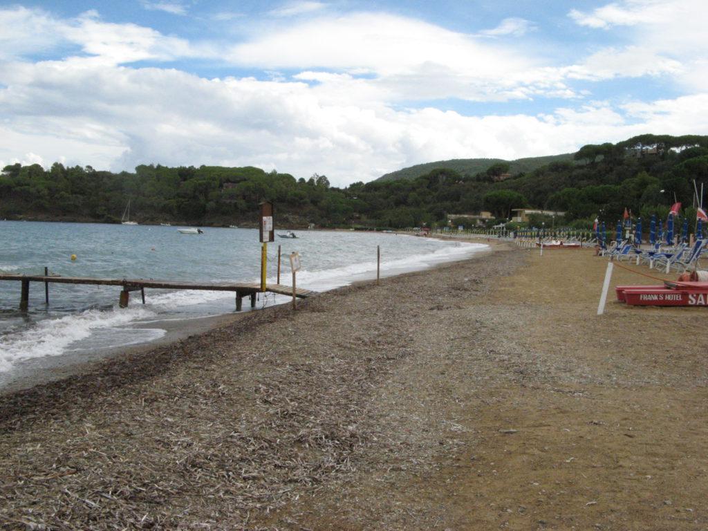 правая часть пляжа Нареньо, если стоять лицом к морю