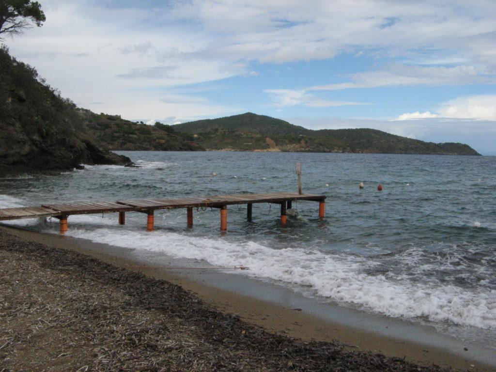 левая часть пляжа Нареньо, если стоять лицом к морю