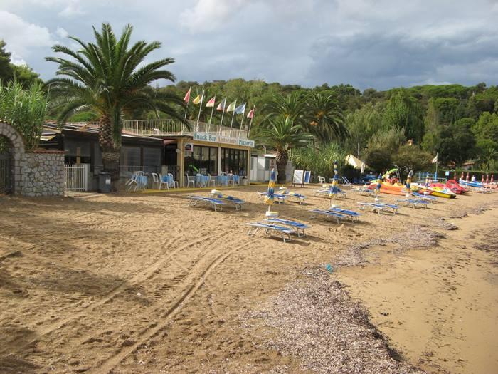 пляж Стракколиньо: бар, ресторан, лежаки, зонтики