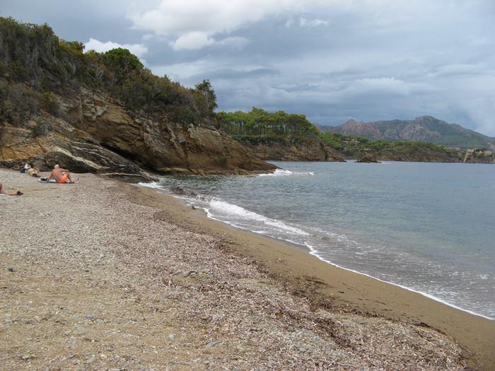 левая сторона пляжа Каланова