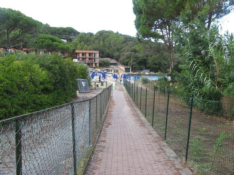 пешеходная дорожка к пляжу Спартая