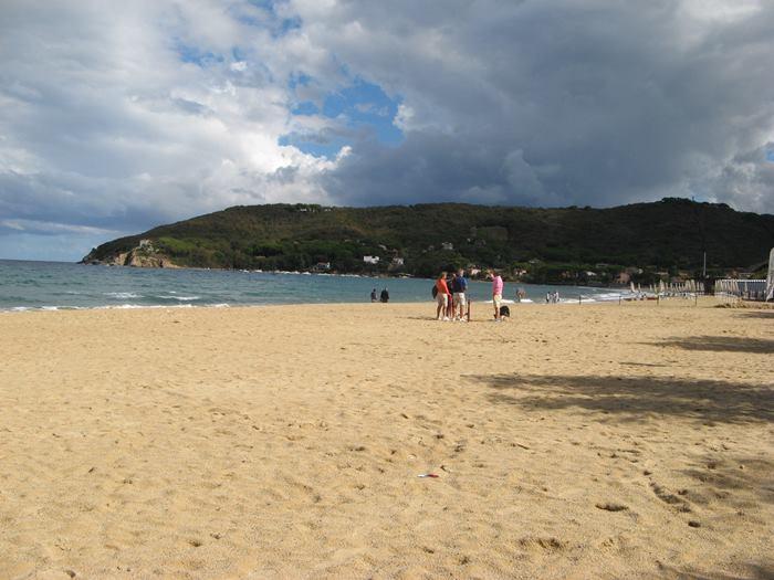 широкий пляж Проккьо