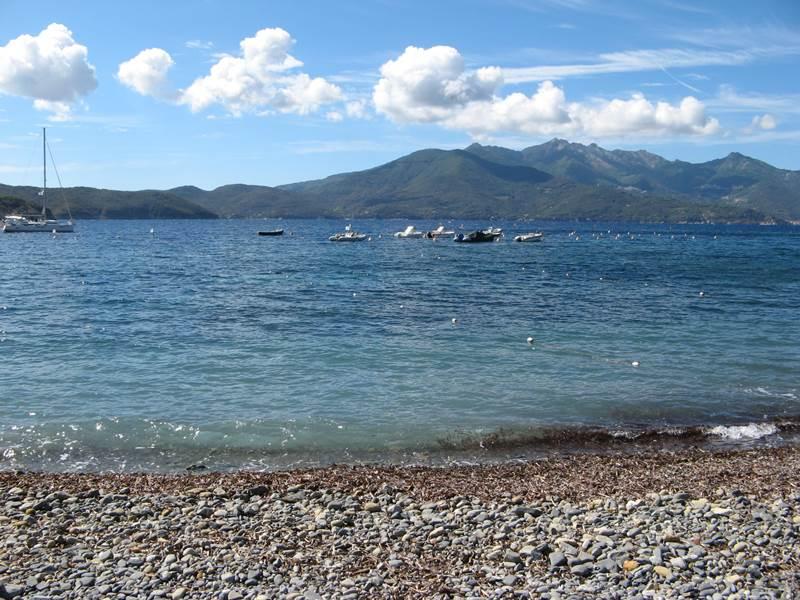 вид на море с пляжа Эмфола