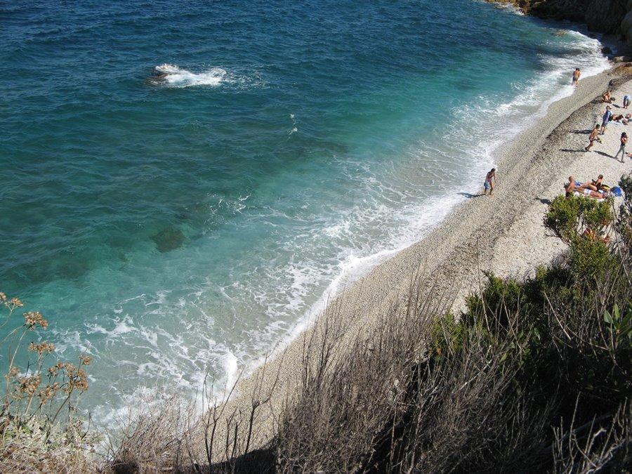 вид сверху на пляж Сансоне