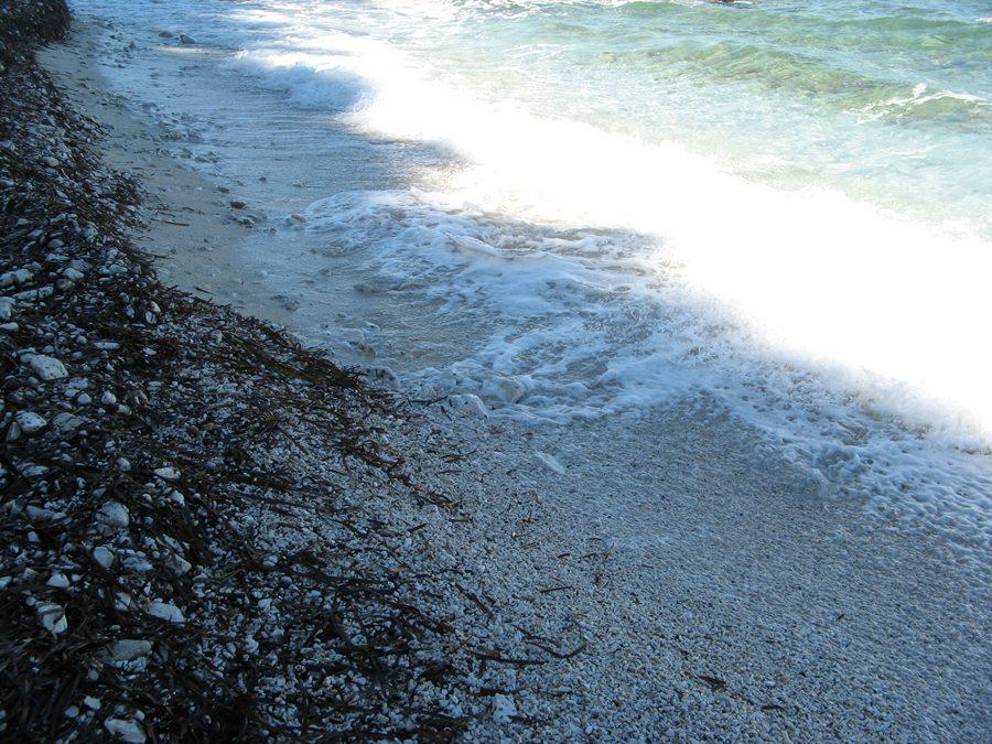 галька на пляже Соттобомба
