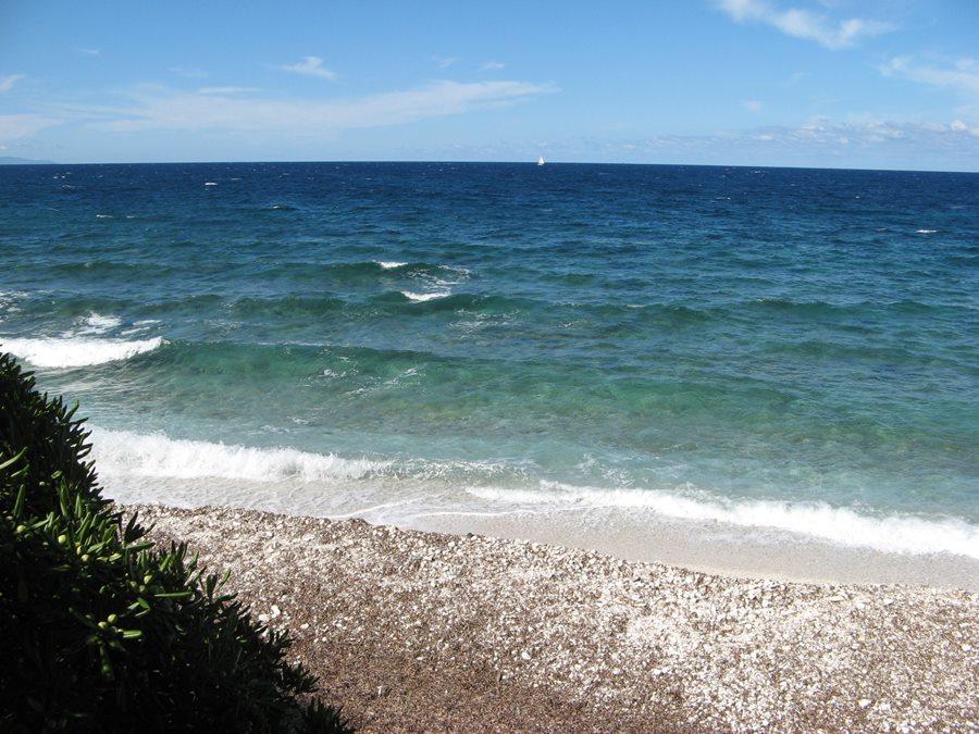 лёгкий бриз на море в районе пляжа Соттобомба