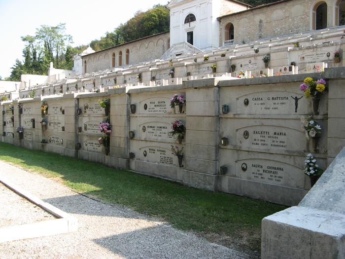 захоронение в стену