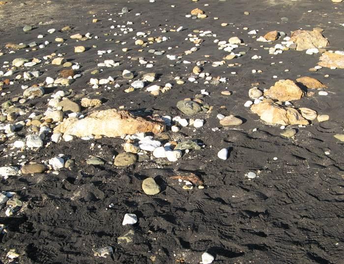 Пляж Канелло - почти чёрный песок