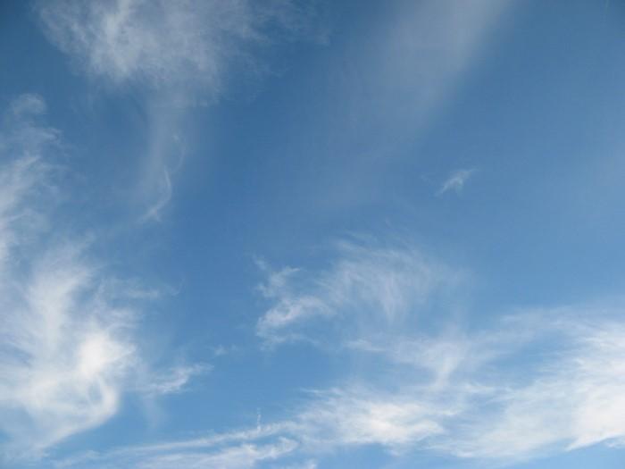 голубое небо над пляжем Канелло