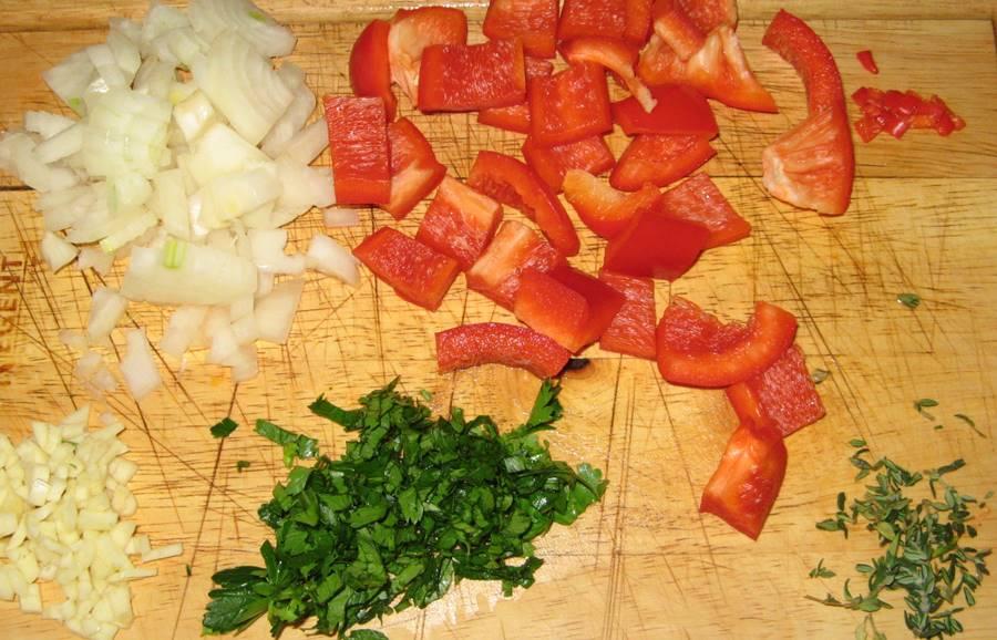 подготовленные к использованию продукты для кролика в чесночно-томатном соусе