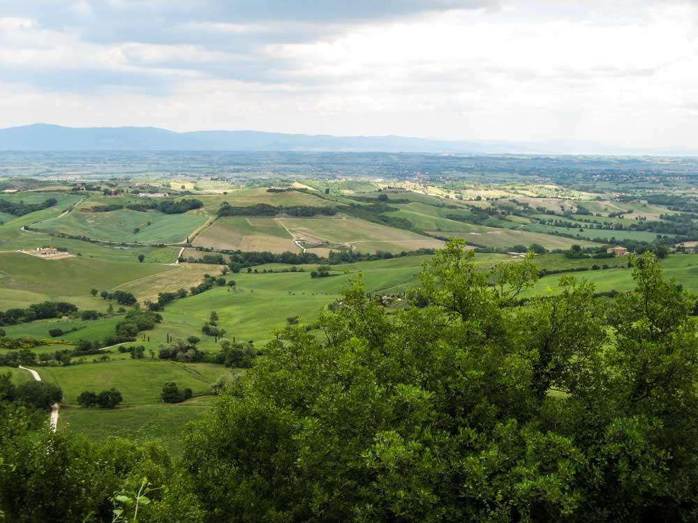 вид на долину из Монтефоллонико