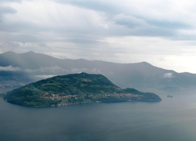 ostrov-gora-ozero-izeo - озеро Изео