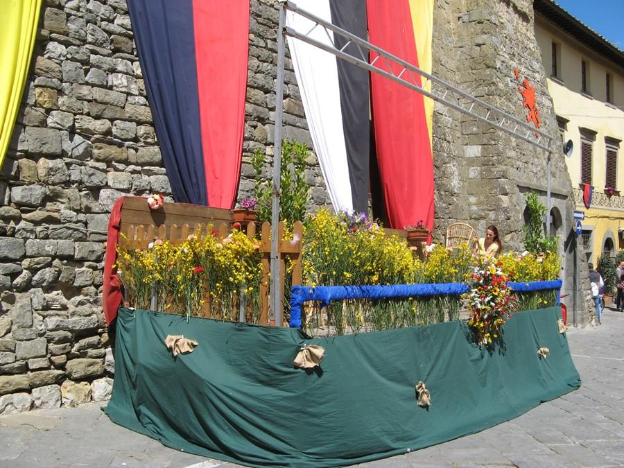 трибуна на празднике цветов