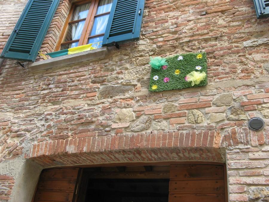 скромное украшение цветами дома