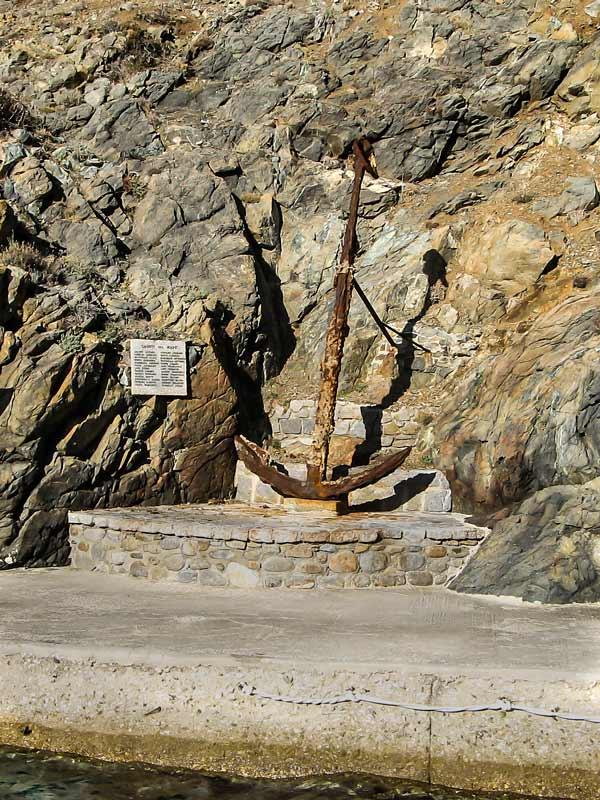 якорь - памятник, погибшим в море