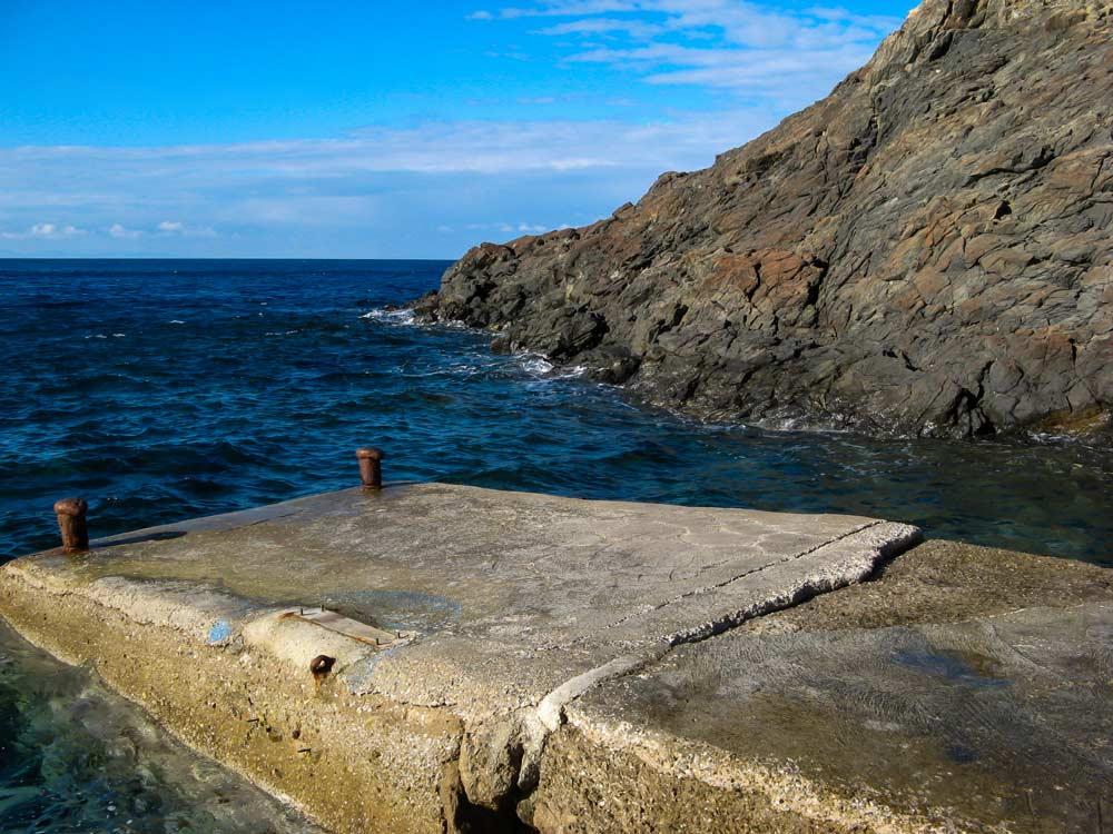маленькая пристань на пляже Патрезе
