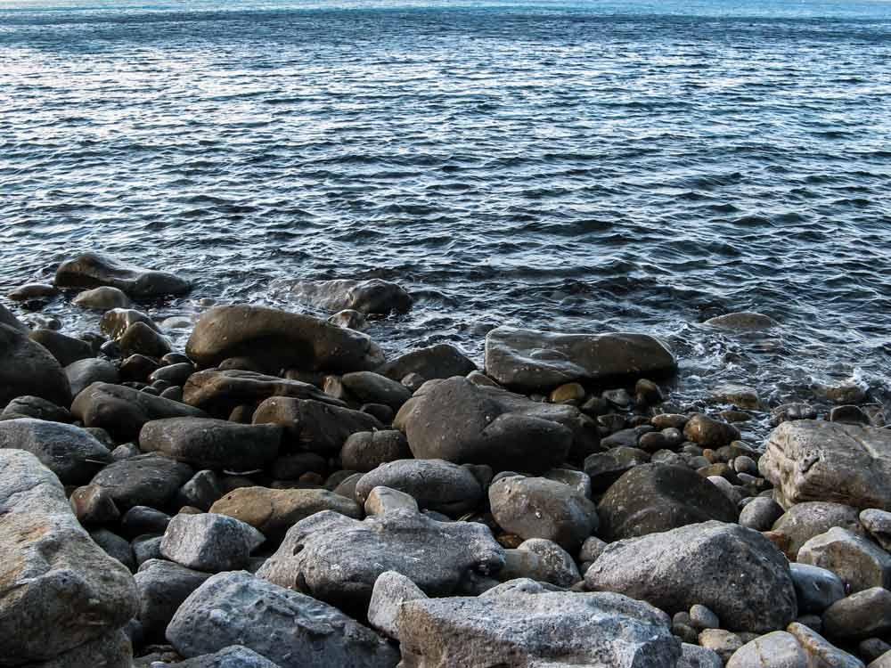 левая часть пляжа Патрезе, если стоять лицом к морю